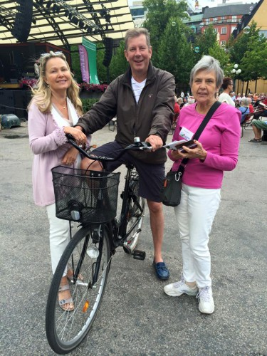 Cyklande tornedalingar i Kungsan: Hannele Suopanki, Johan Heikkilä och Rut Niska Säfström. (Övertorneå)
